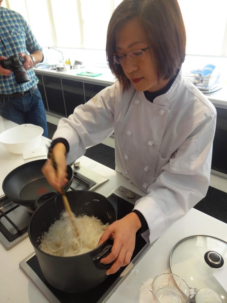 cooking chinese new year radish cake