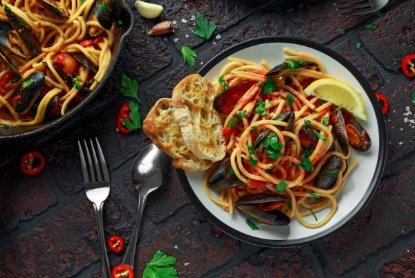 Spaghetti with mussels and chilli